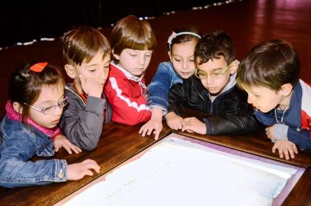 bambini in laboratorio alla Commenda