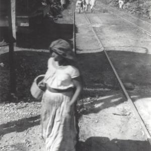 Donna con cesto