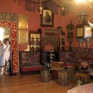 Il Salotto Turco con persone in visita