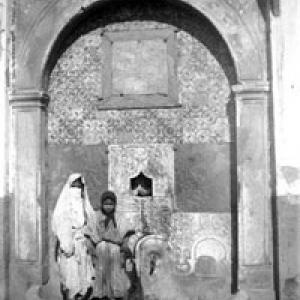 Donne davanti a una fontana -  Africa  (1902)