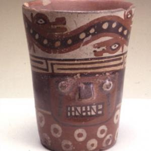Bicchiere svasato, 900 – 1100 d.C. (Tiawanaku– Wuari costiero)