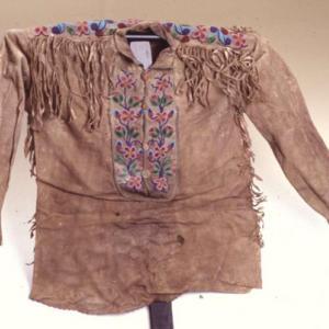 Casacca maschile, 1870 – 1880 circa (Ojibway, probabilmente oggetto di scambio con i Dakota)
