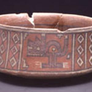 Ciotola carenata con motivi geometrici e figure zoomorfe fantastiche, 1100 – 1300 d.C. (Ica medio, influsso Wuari)