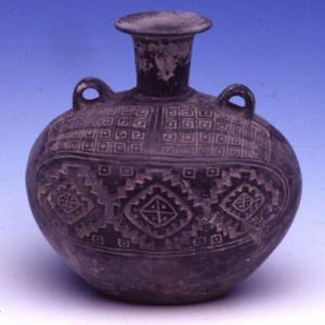 Vaso ovoidale con decorazione geometrica incisa