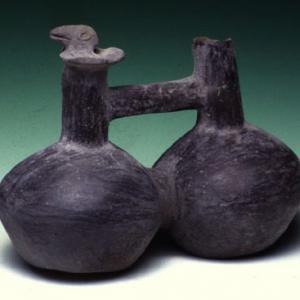 Vaso fischiatore a due camere con ansa a ponte,  XV-XVI sec. d.C. (Chimù-Inca)