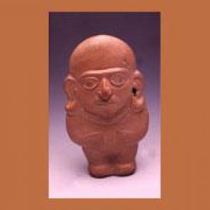 Figura antropomorfa a stampo raffigurante un personaggio maschile stante con copricapo, pendenti auricolari e collana a due fili
