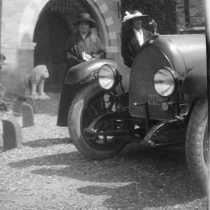 Donne e motori d'epoca