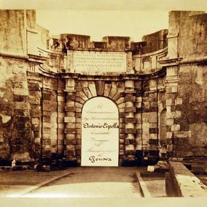 Porta del Molo Vecchio, detta 'Siberia'. Prospetto a mare