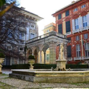 Giardino inferiore Palazzo Bianco con vista Palazzo Rosso